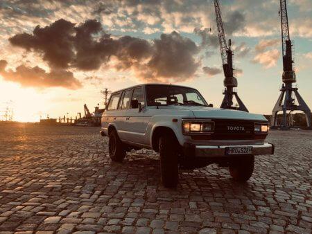 Toyota Landcruiser Oldtimer Hochzeitsauto